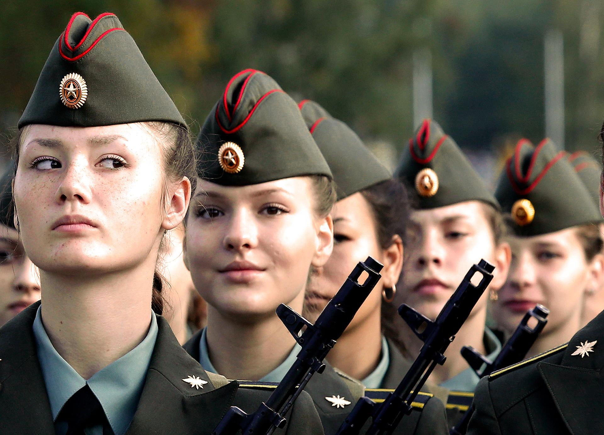Dos mujeres ascienden a coronel del Ejército Peruano Lima