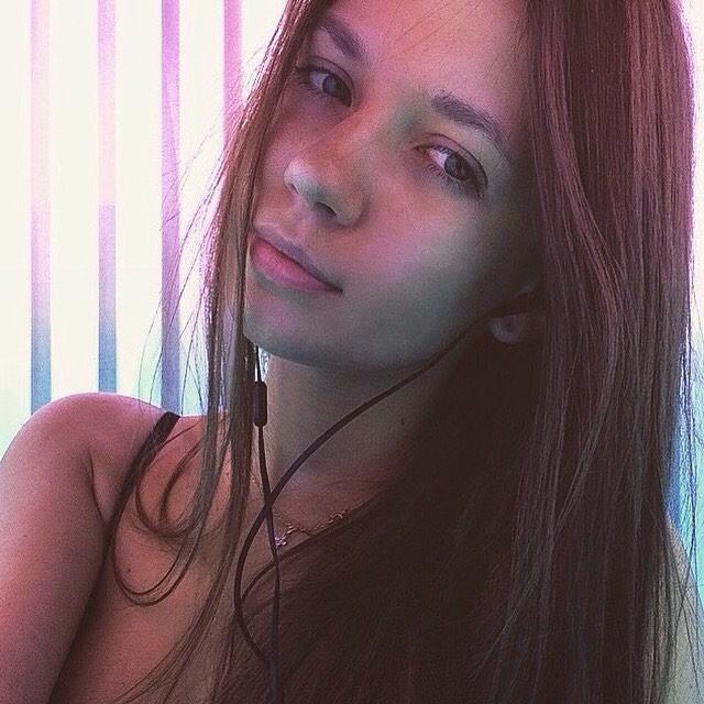 Anastasia (23) berasal dari Sankt Peterburg. Fasih berbahasa Indonesia, ia kini tengah menempuh studi S2 di Universitas Negeri Sankt Peterburg (SPbGU).