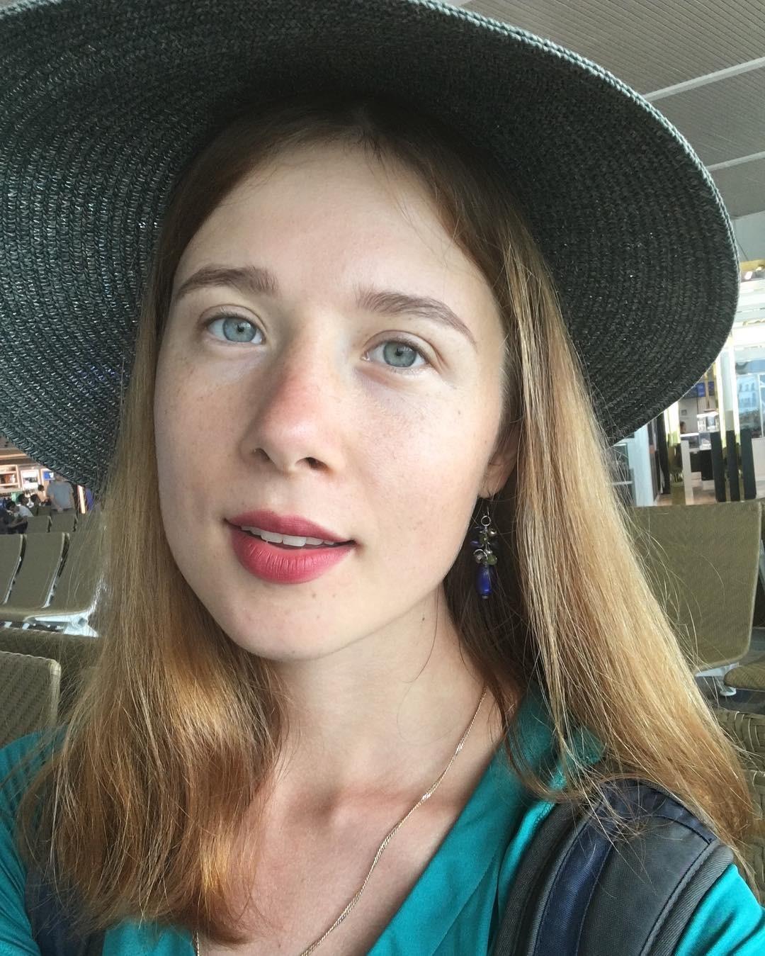 Tatiana (24) berasal dari Tver, sekitar tiga jam dari Moskow. Ia lulus dari Institut Negeri Hubungan Internasional Moskow (MGIMO) dan fasih berbahasa Indonesia. Kini, ia tinggal di Singapura bersama suaminya.