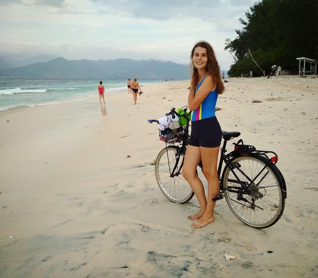 Sebelum itu, Irina juga pernah mendapatkan beasiswa Darmasiswa dari pemerintah Indonesia. Saat ini, ia tengah menempuh kuliah S2 di Universitas Negeri Moskow (MGU).