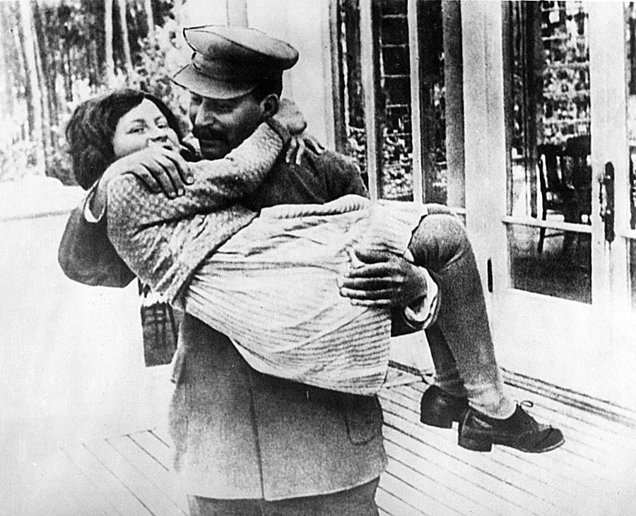 Joseph Stalin holding his daughter Svetlana Alliluyeva. Father and daughter used to be close but only when through Svetlana's childhood.