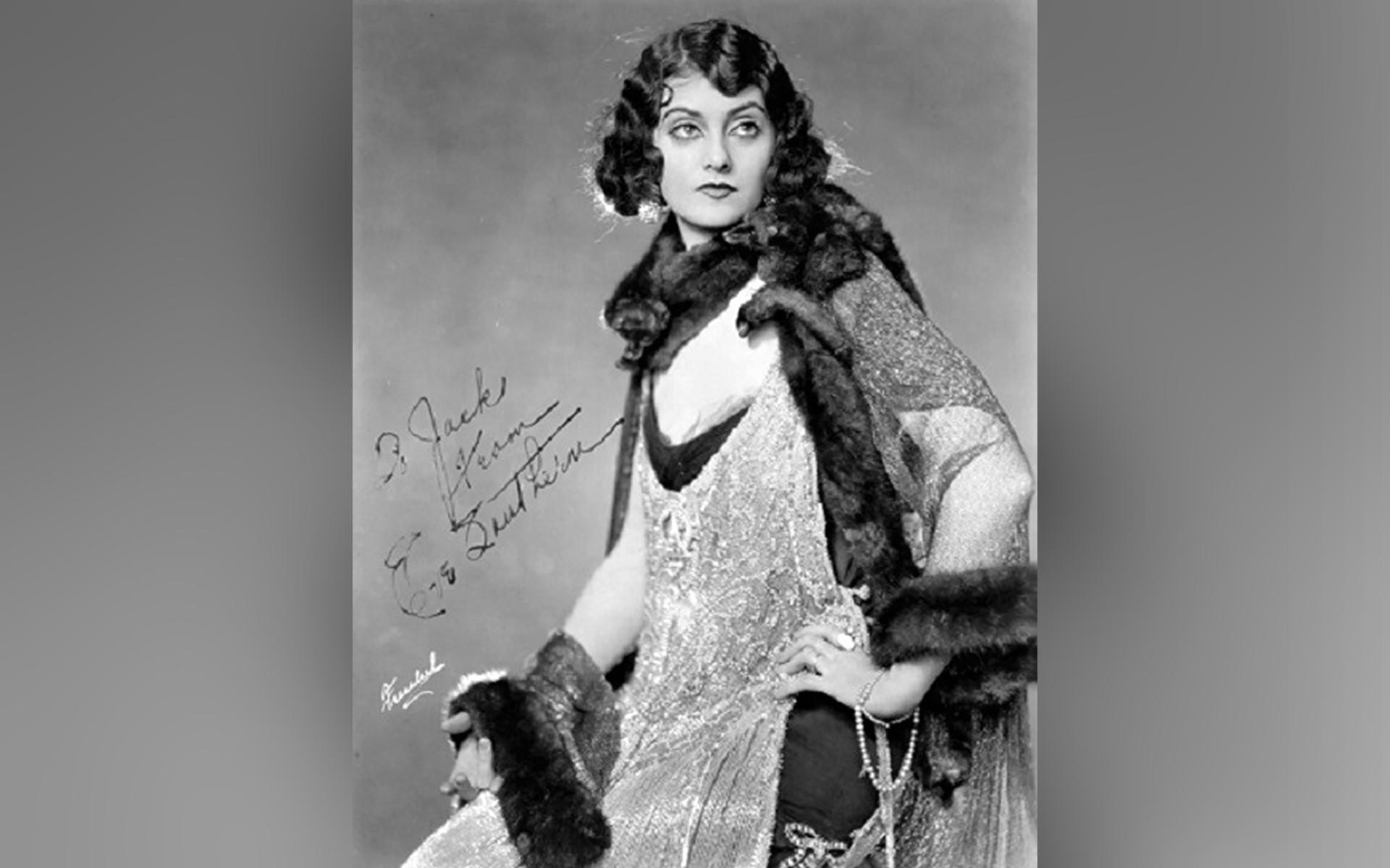 La actriz Eve Souther, que interpretó el papel de Anastasia en la película 'Las ropas hace la mujer'.