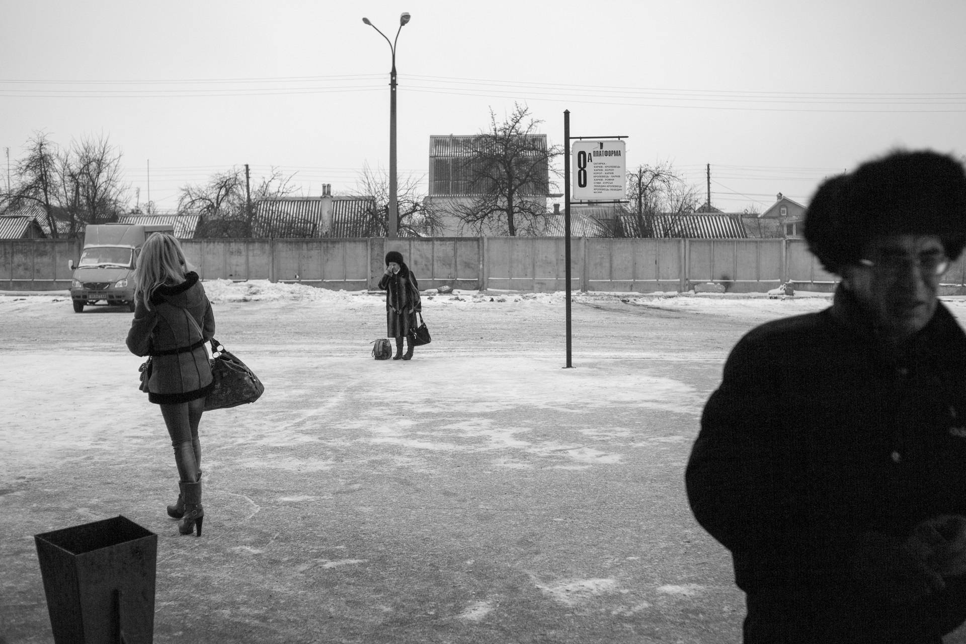 Аутобуска станица на украјинско-руској граници.