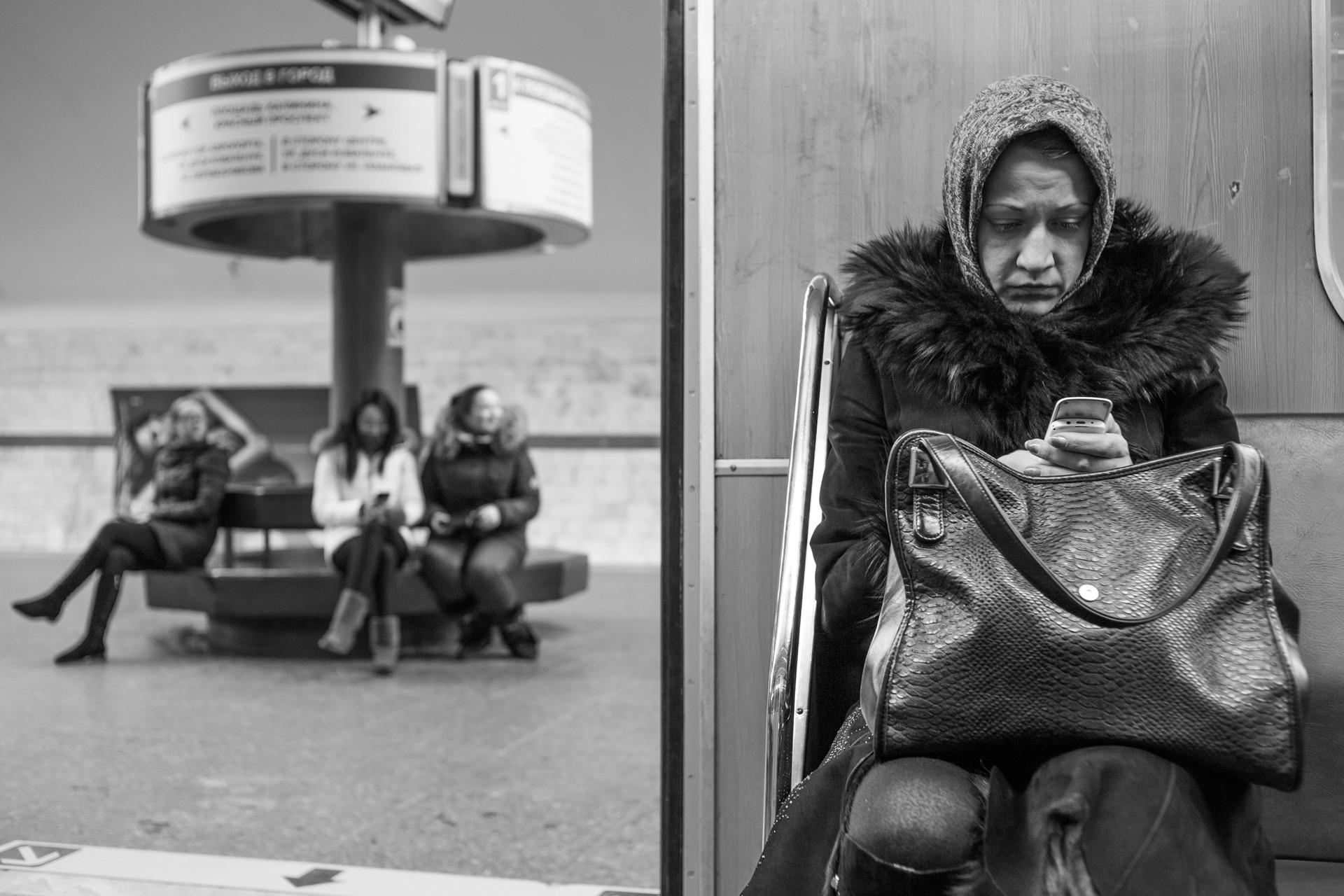 Жене у метроу Москве.