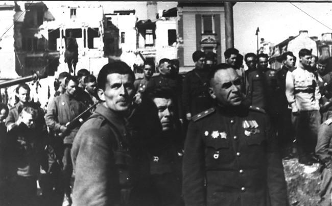 Генерали Пеко Дапчевић и Владимир Жданов у ослобођеном Београду.