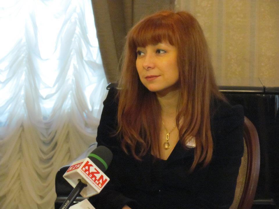 Lilija Gazizova na novinarski konferenci ob odprtju festivala v Kazanu, posvečenega Nikolaju Lobačevskemu, 2013