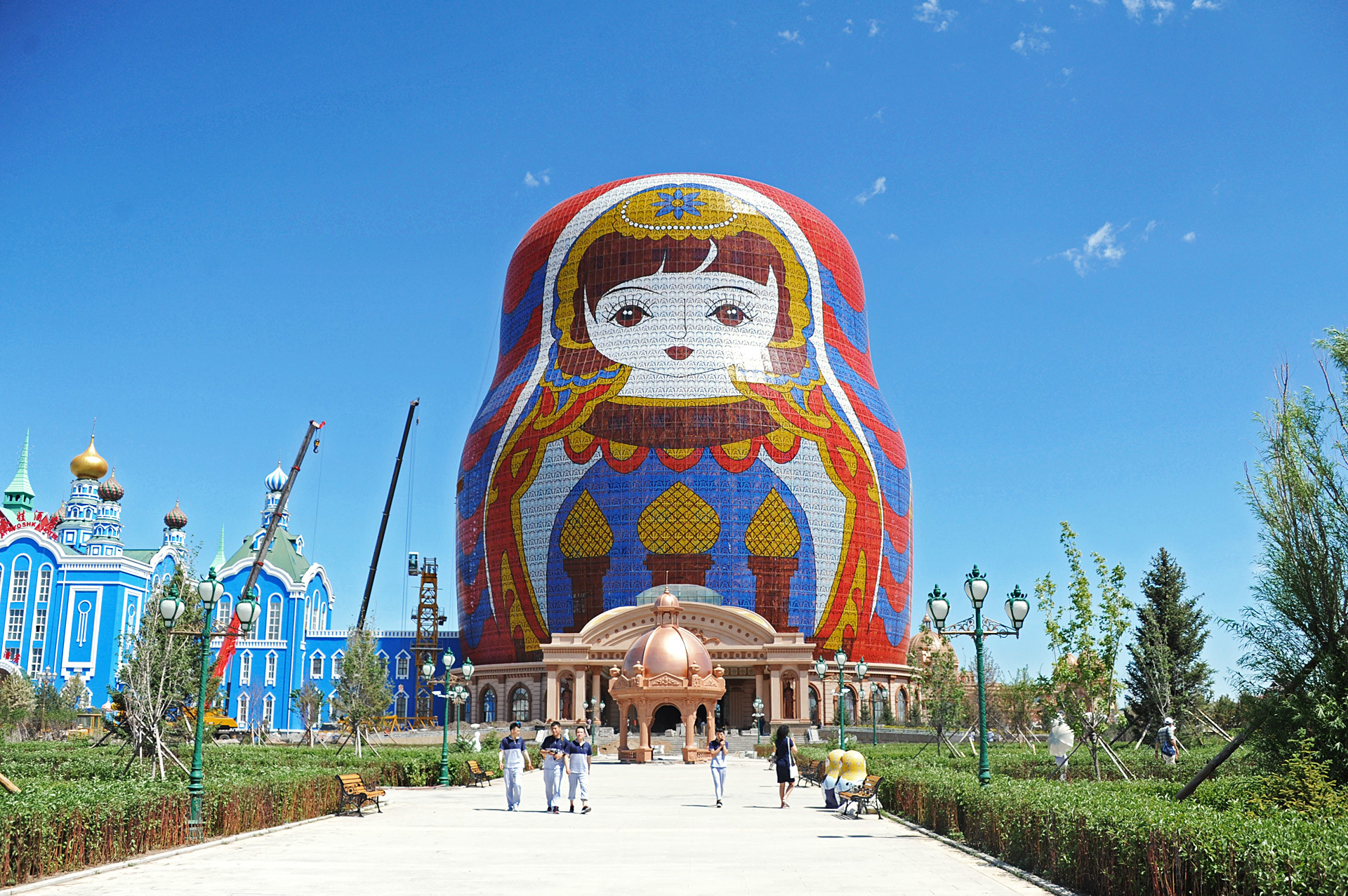 7 Replicas Of Russian Landmarks That Look Really Weird But