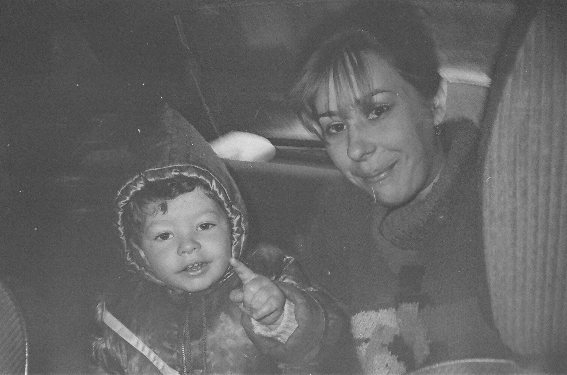 La femme de l'oncle de Dmitri avec son fils