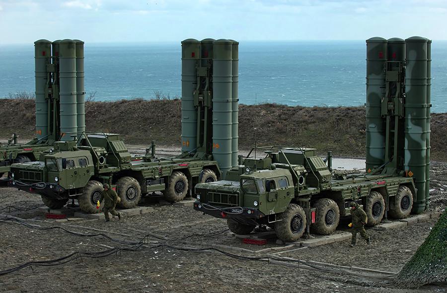 Sistema de defensa aérea S-400 'Triumf'.
