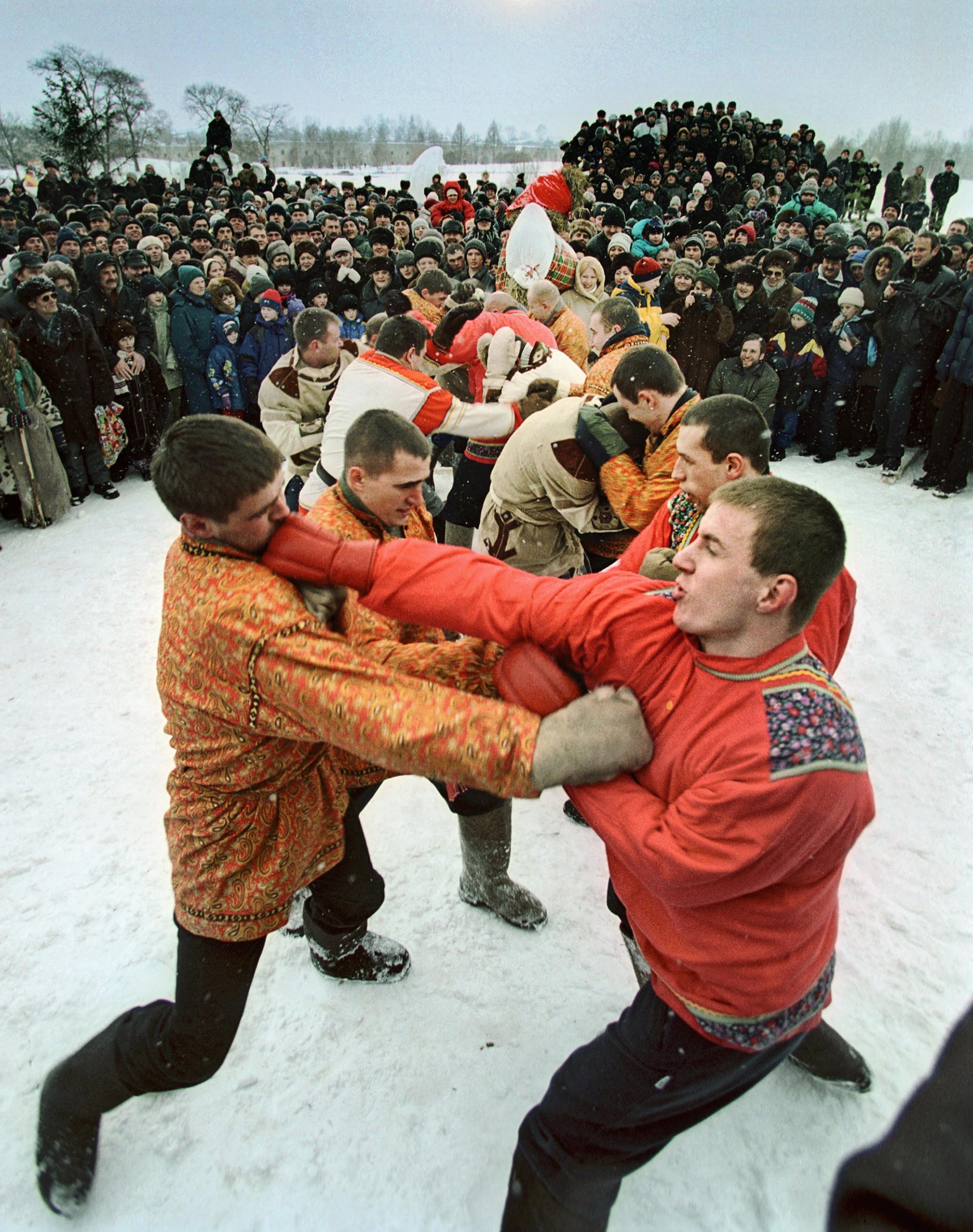 Pancadaria tradicional durante as celebrações do Chrovetide, ou seja, o período pré-Quaresma, em Súzdal, na Rússia.