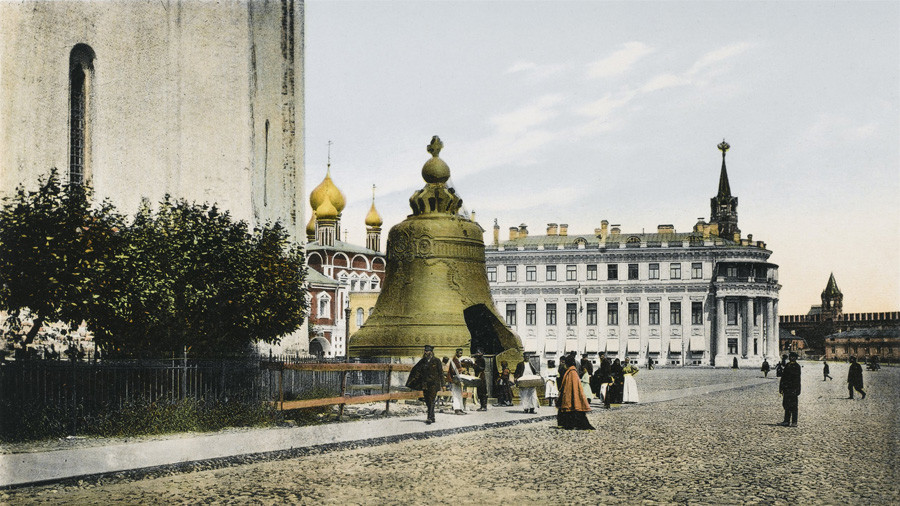 Kompleks Kekaisaran di Kremlin dan Lonceng Tsar pada awal  tahun 1900-an