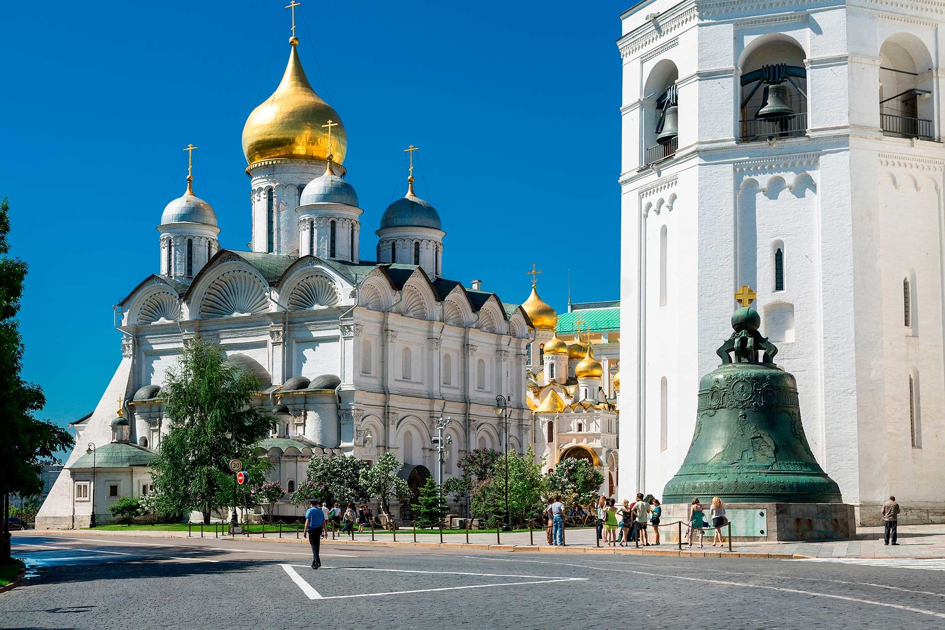 L-R: Cathedral of the Archangel, Cathedral of the Annunciation, Ivan the Great Bell Tower, Tsar Bell