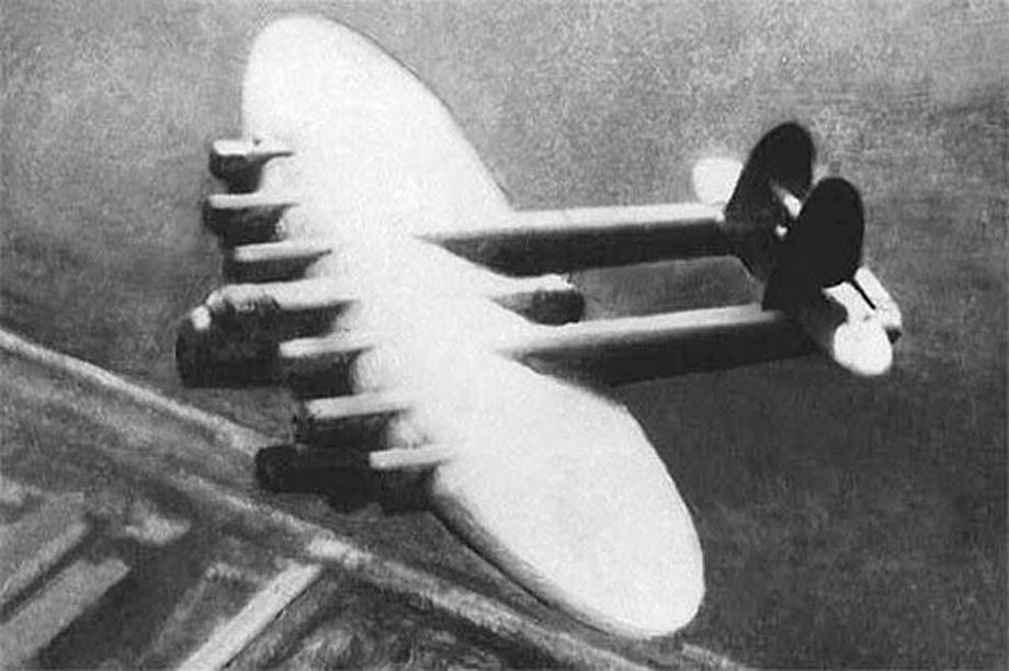 Flugzeug-Riese К-7 im Flug