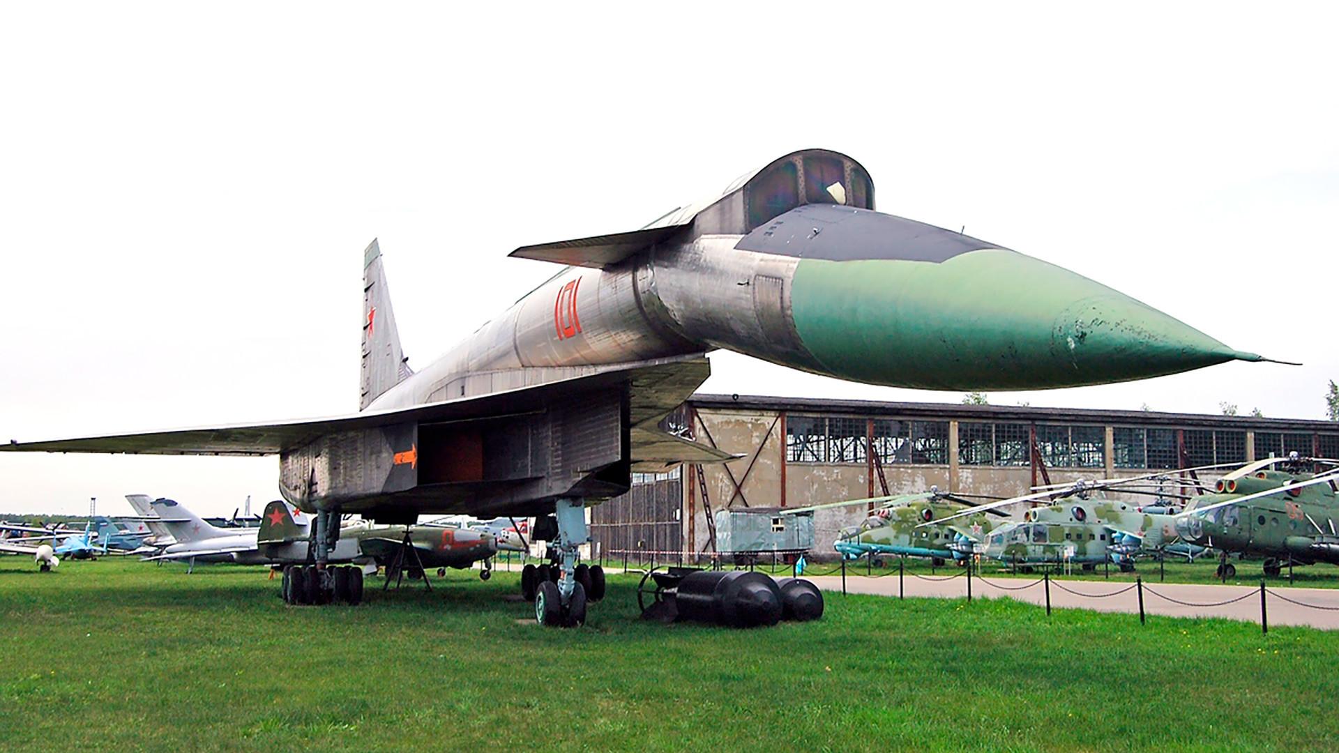 Sukhoi-T4 (100)