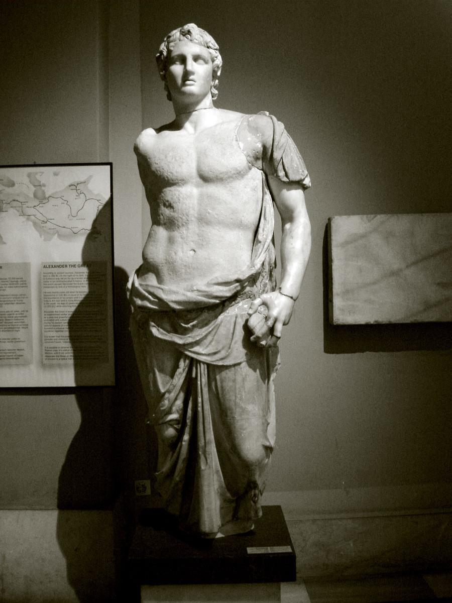 Статуя на Александър в Археологически музей в Истанбул.