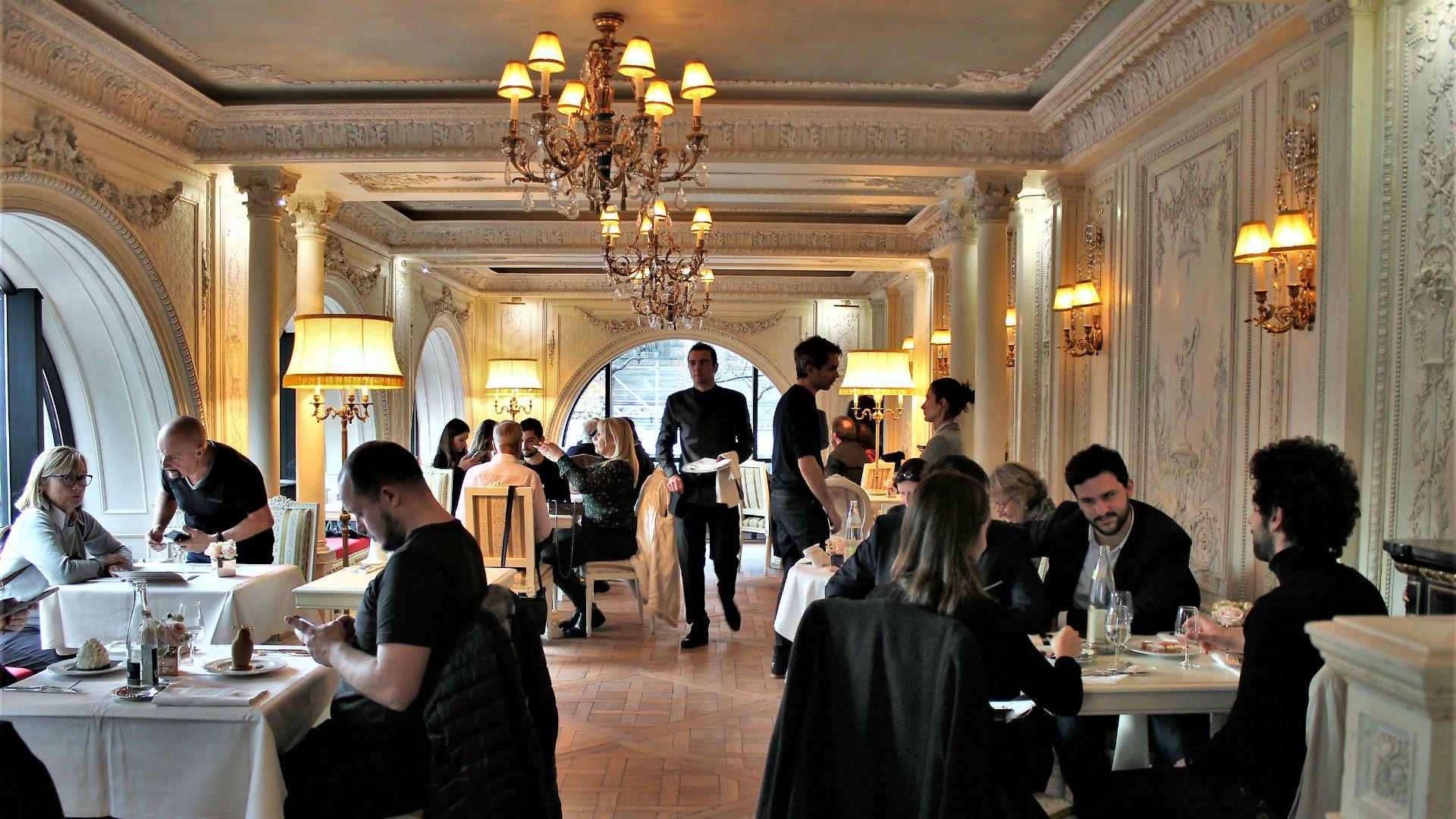 Cafe Pouchkine Ouvert En Novembre