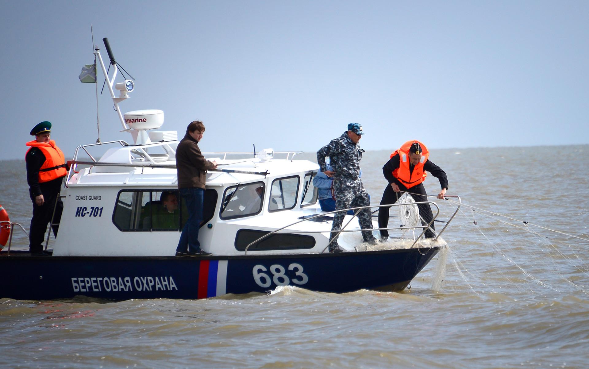 Agentes del FSB en el Territoro de Primorie durante una inspección.