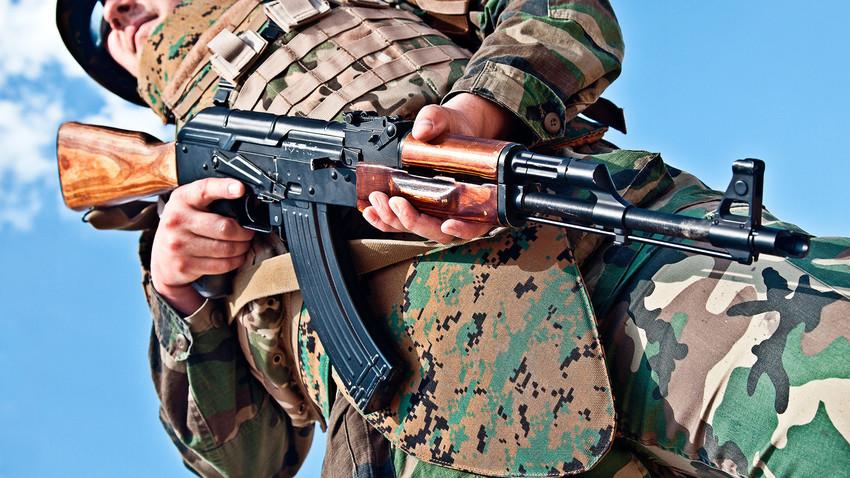Hoje há cerca de 100 milhões de rifles Kalashnikov em todo o mundo. Desses, 75% são AK-47.