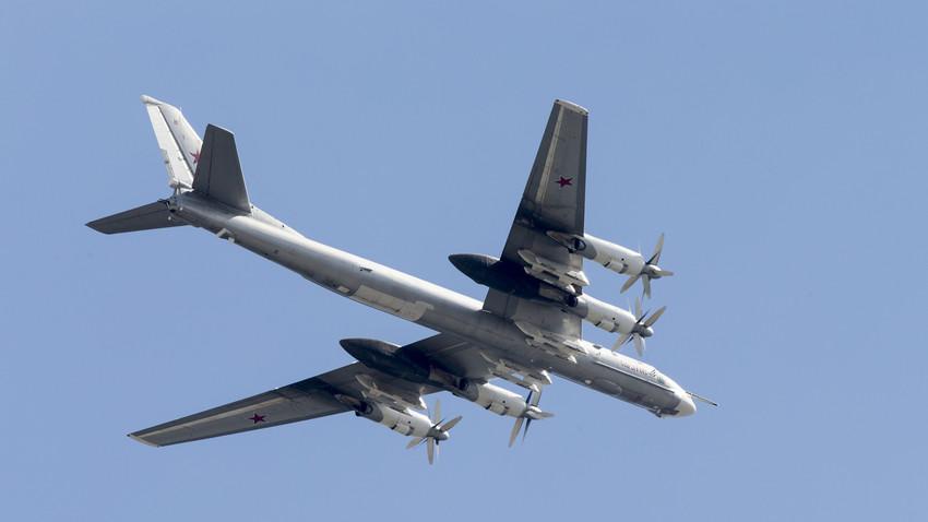 Tu-95 merupakan pesawat baling-baling tercepat di muka bumi dan merupakan satu-satunya pesawat pembom bermesin turboprop. Masa baktinya yang sangat panjang hanya tersaingi oleh pesawat pengebom strategis AS Boeing B-52.