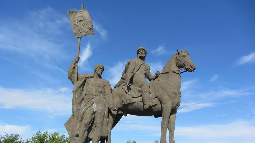 Spomenik ustanovitelja mesta, bojarja Bogdana Hitrova