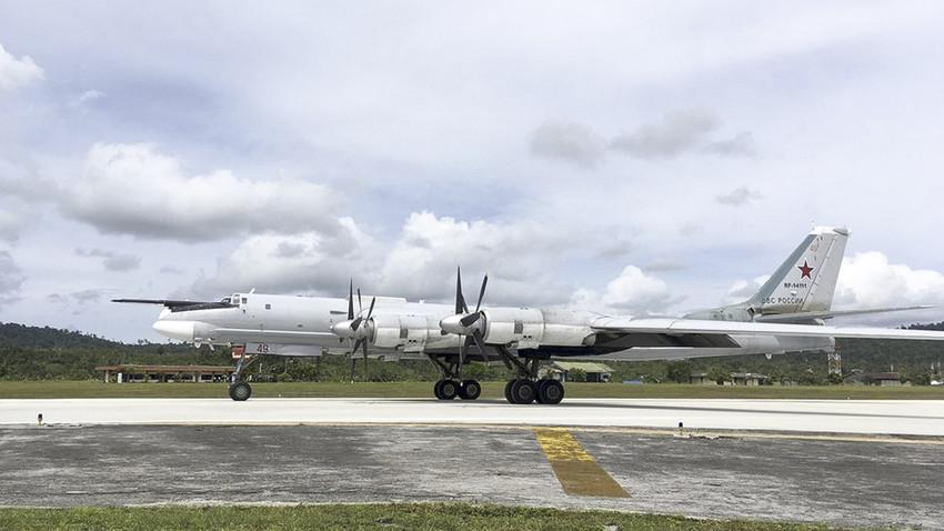 Pesawat pengebom strategis Tu-95 MS di Biak, Provinsi Papua, Indonesia.