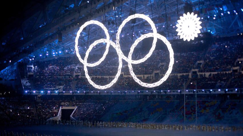 Fauxpas bei der Olympiade 2014 in Sotschi: der fünfte Ring öffnete sich nicht. Nun ist das Bild Programm für 2018.