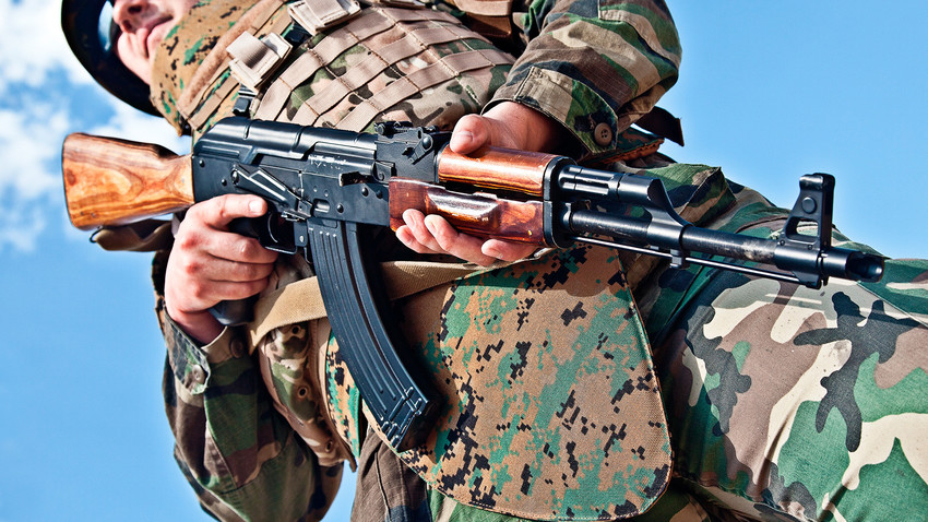 It was the first semi and fully automatic 7.62x39mm assault rifle in the country with a magazine capacity of 30 rounds and an effective range of 800 meters.