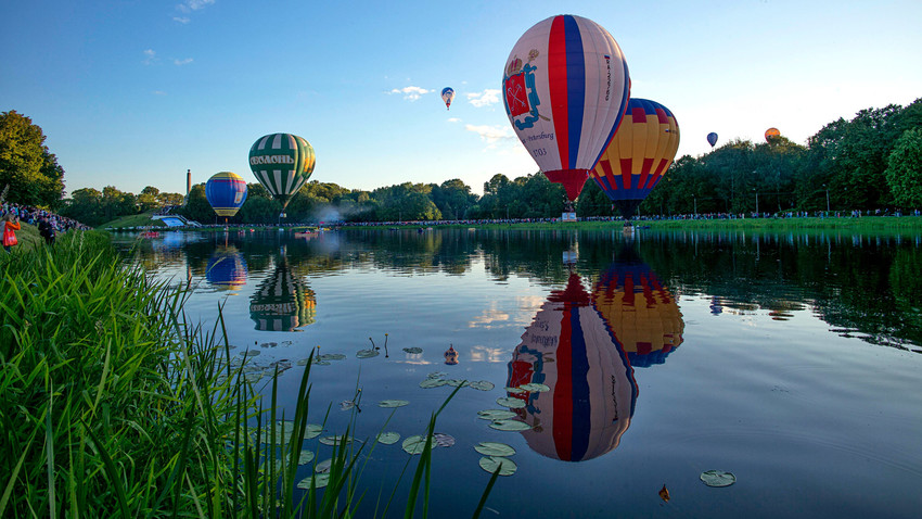 Hot air balloons fly during a ballooning festival in Velikiye Luki, 2016