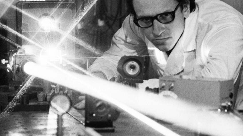 Até hoje não se sabe como Bugórski não morreu com dose de radiação centenas de vezes acima da letal. Ele retomou o trabalho 18 meses depois e concluiu o doutorado em seguida. E continua vivo até os dias atuais.