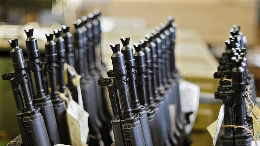 "Automatska puška ""Kalašnjikov"" ( AK-47 )"