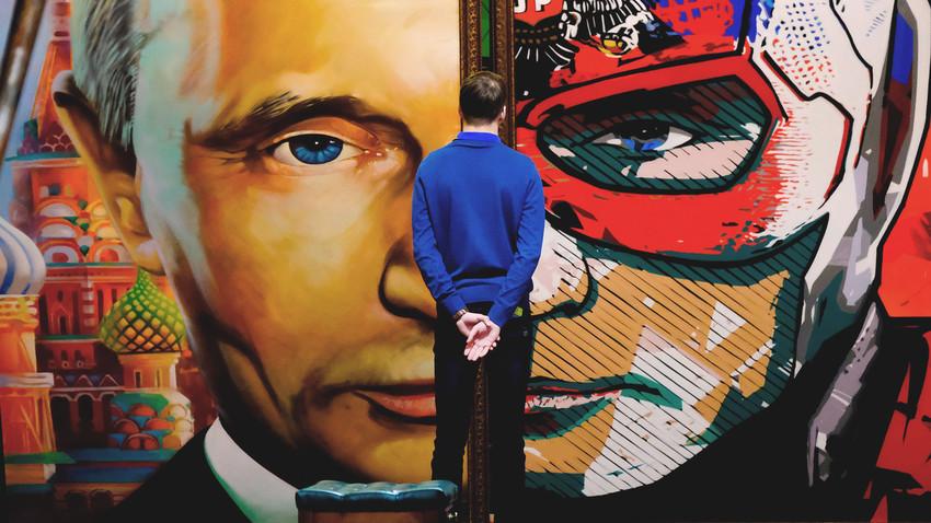 Putin é tema de exibição onde aparece como super-herói e personagem de contos de fadas no Artplay.