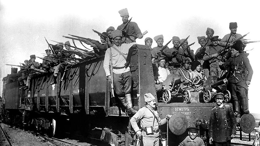 Блиндирани воз Црвене армије.