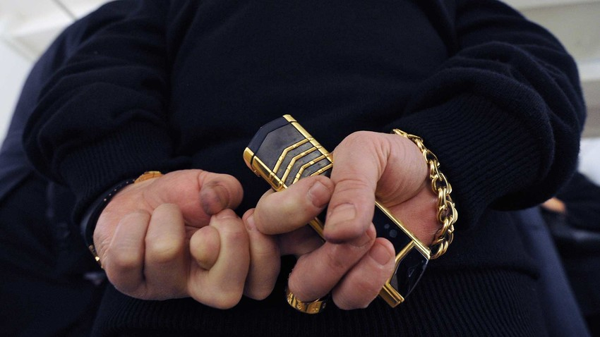 Criminal authorities now wear Brioni, chains with a thickness of a finger and use Vertu