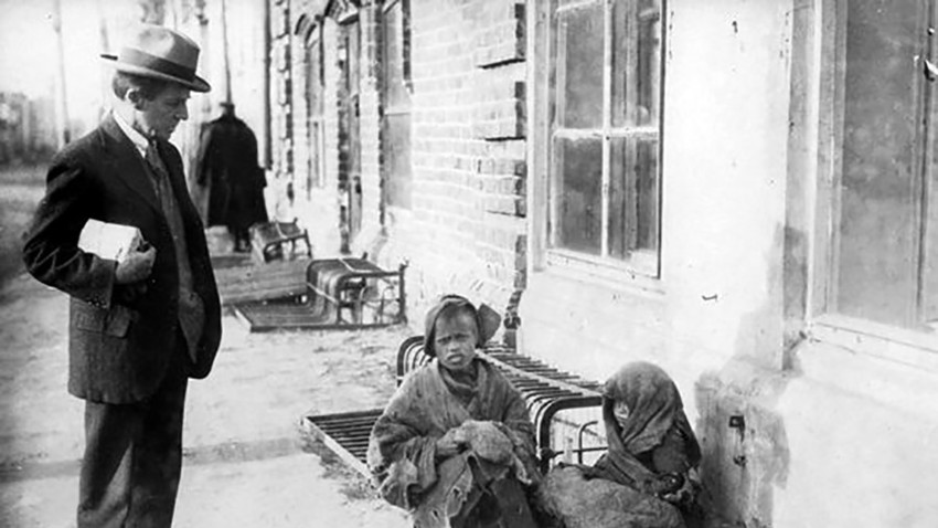 Vernon Kellogg, an American scientist and an ARA official, on a Moscow street, while on a humanitarian mission to Russia