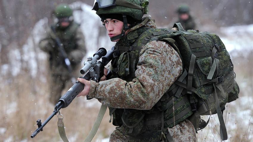 Russian soldier equipped in new battle gear Ratnik-2.