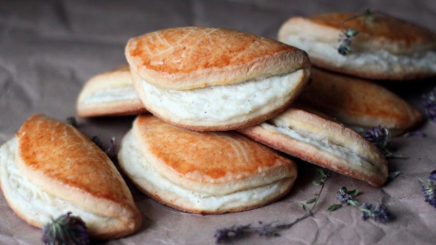 Sochnik: the symbol of Soviet school canteens or cheesecake a-la russe