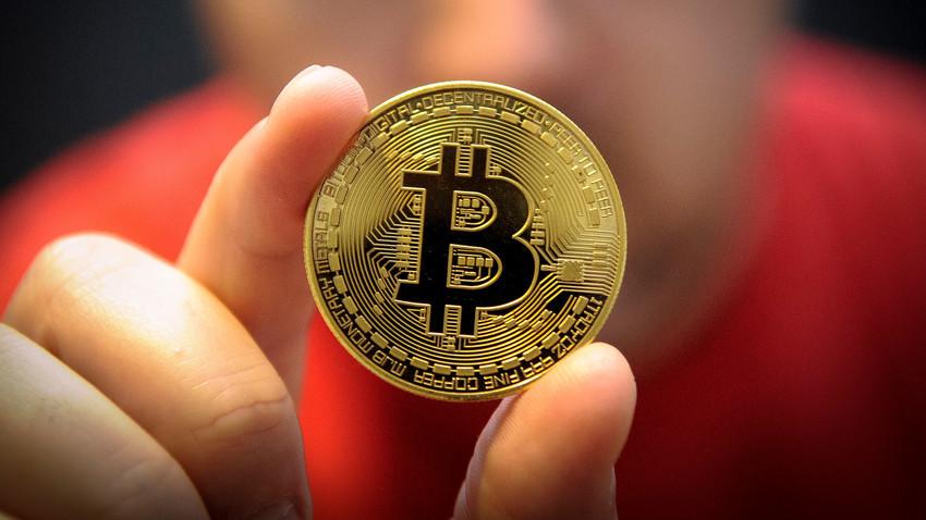 Mineração de bitcoin é o processo de adicionar registros de transações ao livro razão público que armazena transações passadas