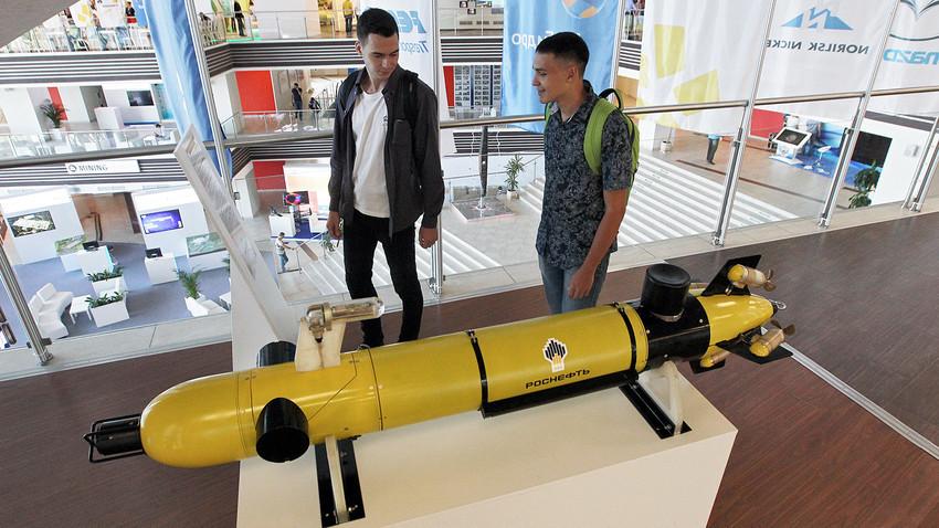 Макет на автономен необитаем подводен апарат.