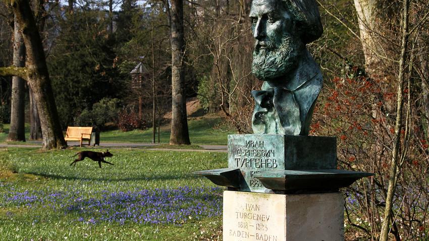 Bust of the Russian writert Ivan Turgenev in the Lichtentaler Allee in Baden-Baden.