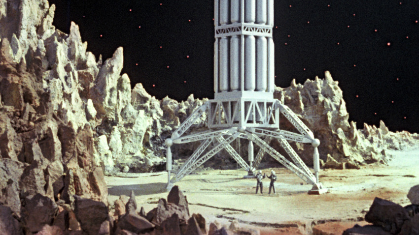 A screenshot from Road to the Stars movie by Pavel Klushantsev (1957, USSR)