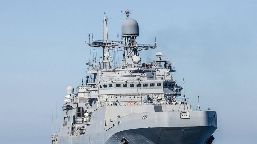 """Големиот десантен брод """"Иван Грен"""""""