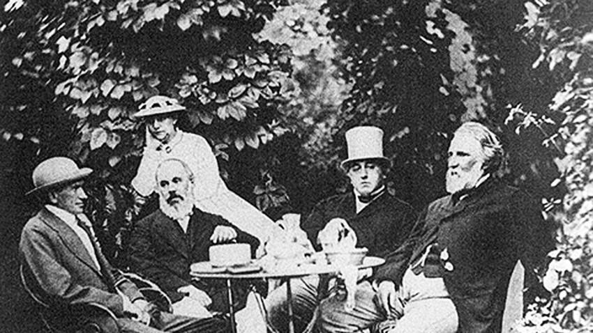 Iwan Turgenew (r.) mit den Freunden in Baden-Baden