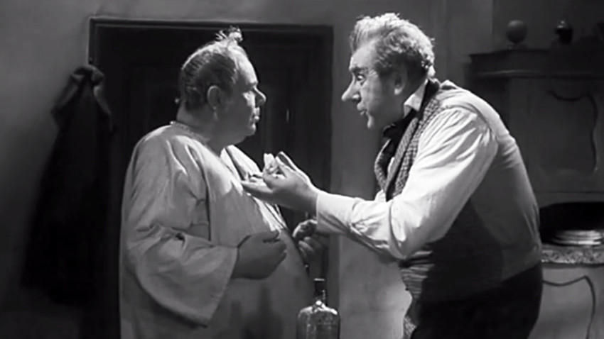 "Screenshot from ""How Ivan Ivanovich Quarreled with Ivan Nikiforovich"" movie (1959)  with Ivan Ivanovich quarreling with Ivan Nikiforovich"
