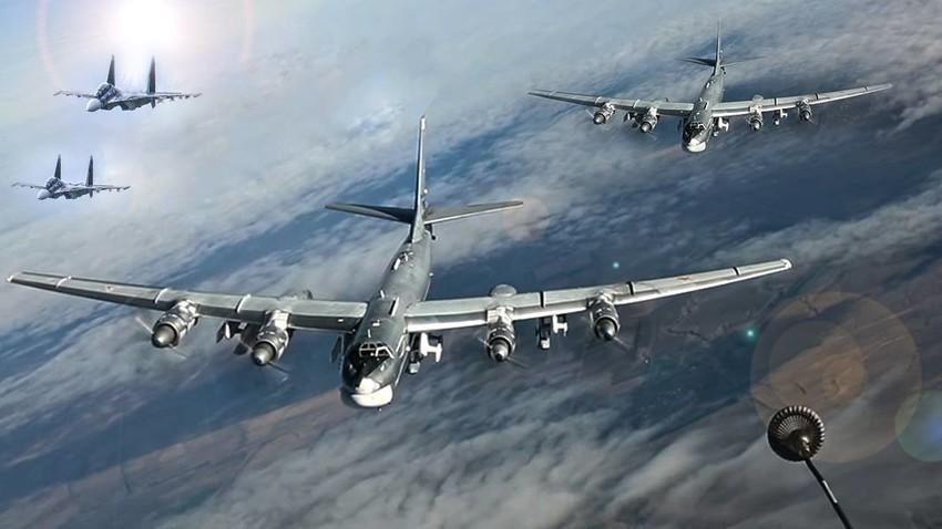 Tu-95 u pratnji lovaca Su-30SM