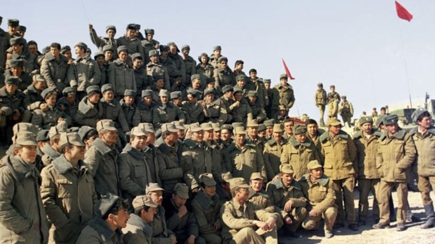 Sovjetski vojaki pred odhodom iz Afganistana, 1989