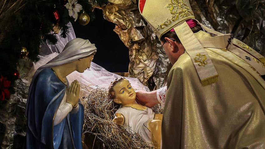 Misa de Navidad en la Catedral de la Inmaculada Concepción de la Virgen en Moscú.