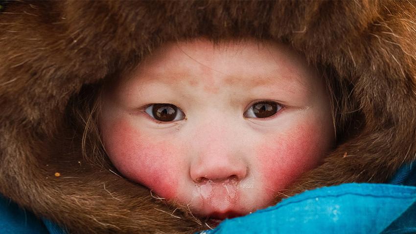 Салехард је главни град Јамало-Ненецког аутономног округа и налази се 2436 километара северно од Москве. У овој области снег и лед се задржавају 200 дана годишње.