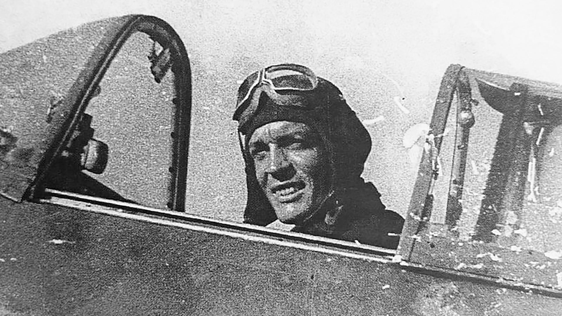 """Француски пилот Роже Пенверн у ловцу """"Як-3""""."""