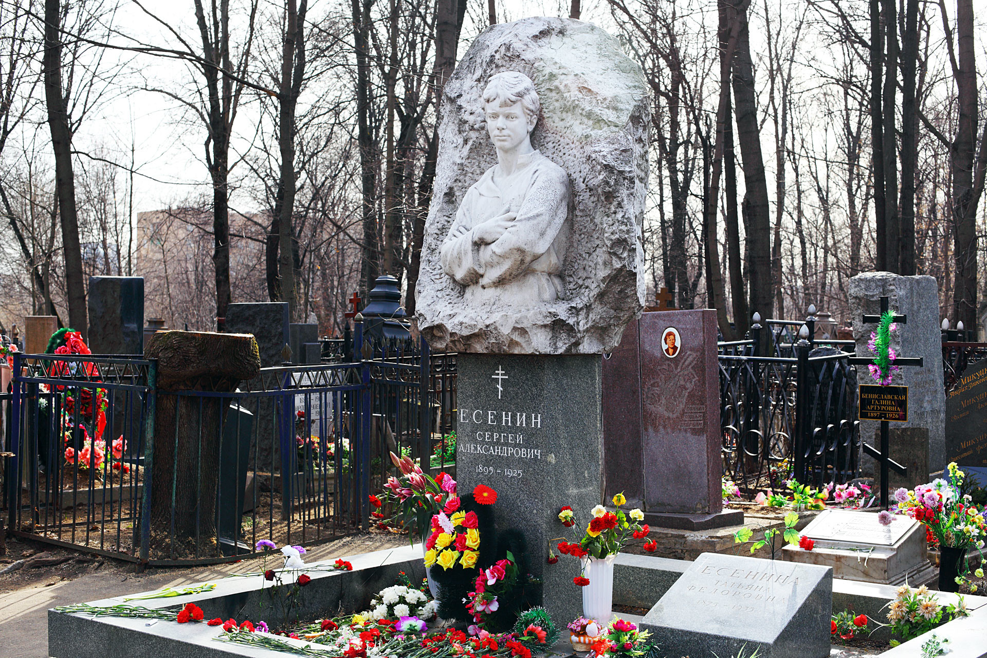 Sergey Yesenin's tombstone at Vagankovskoye cemetery, Moscow, Russia. Black cross with a green-and-purple wreath on the left side is on Galina Benislavskaya's grave.