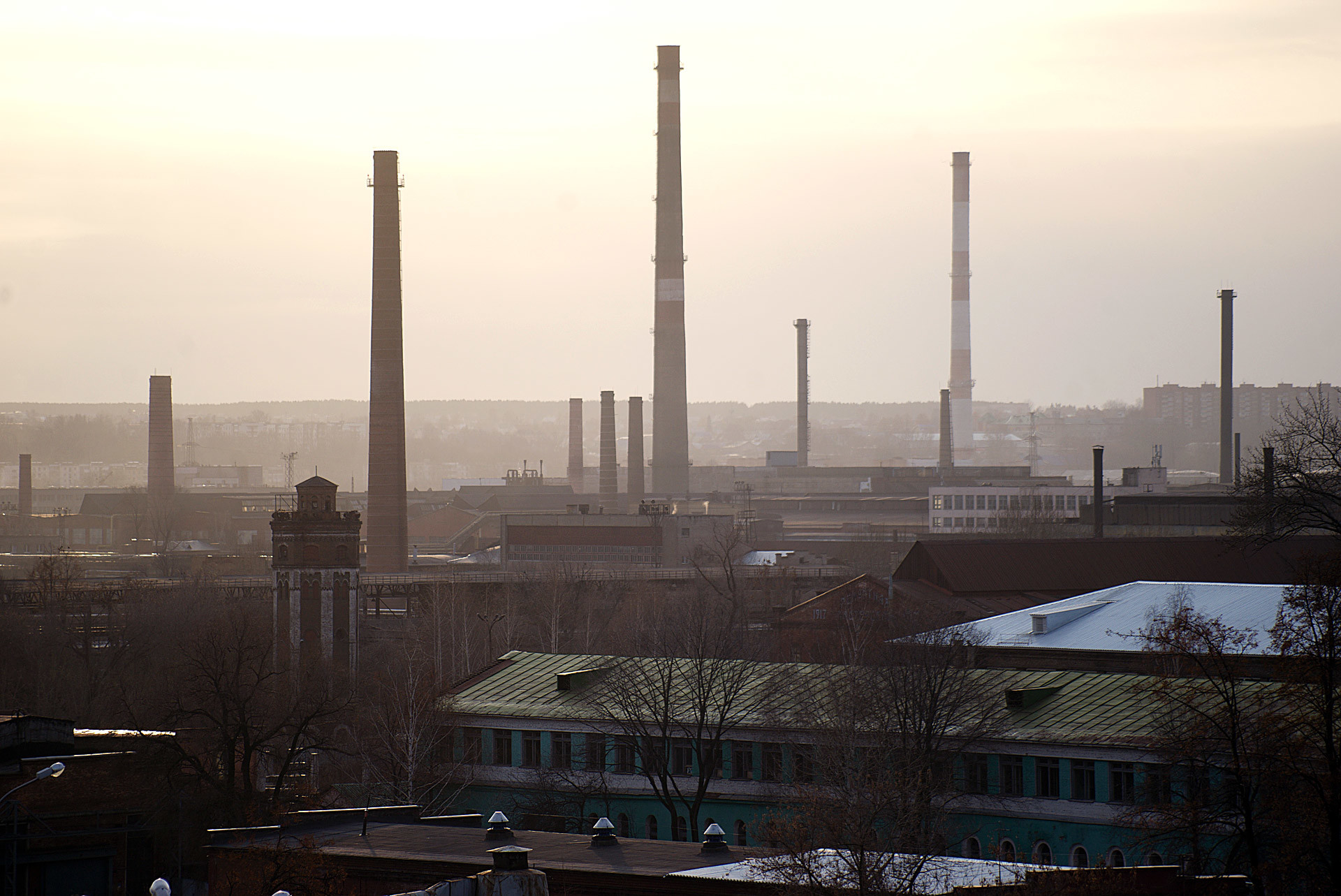 """Progressive"" district of Izhevsk looks like it can fit in your palm: Pipes, concrete, Factory smoke, a colorless sky."